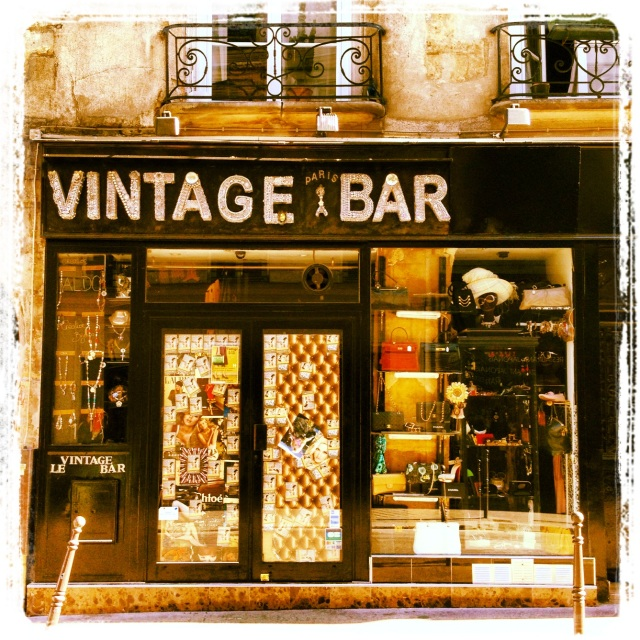 vintage bar in paris